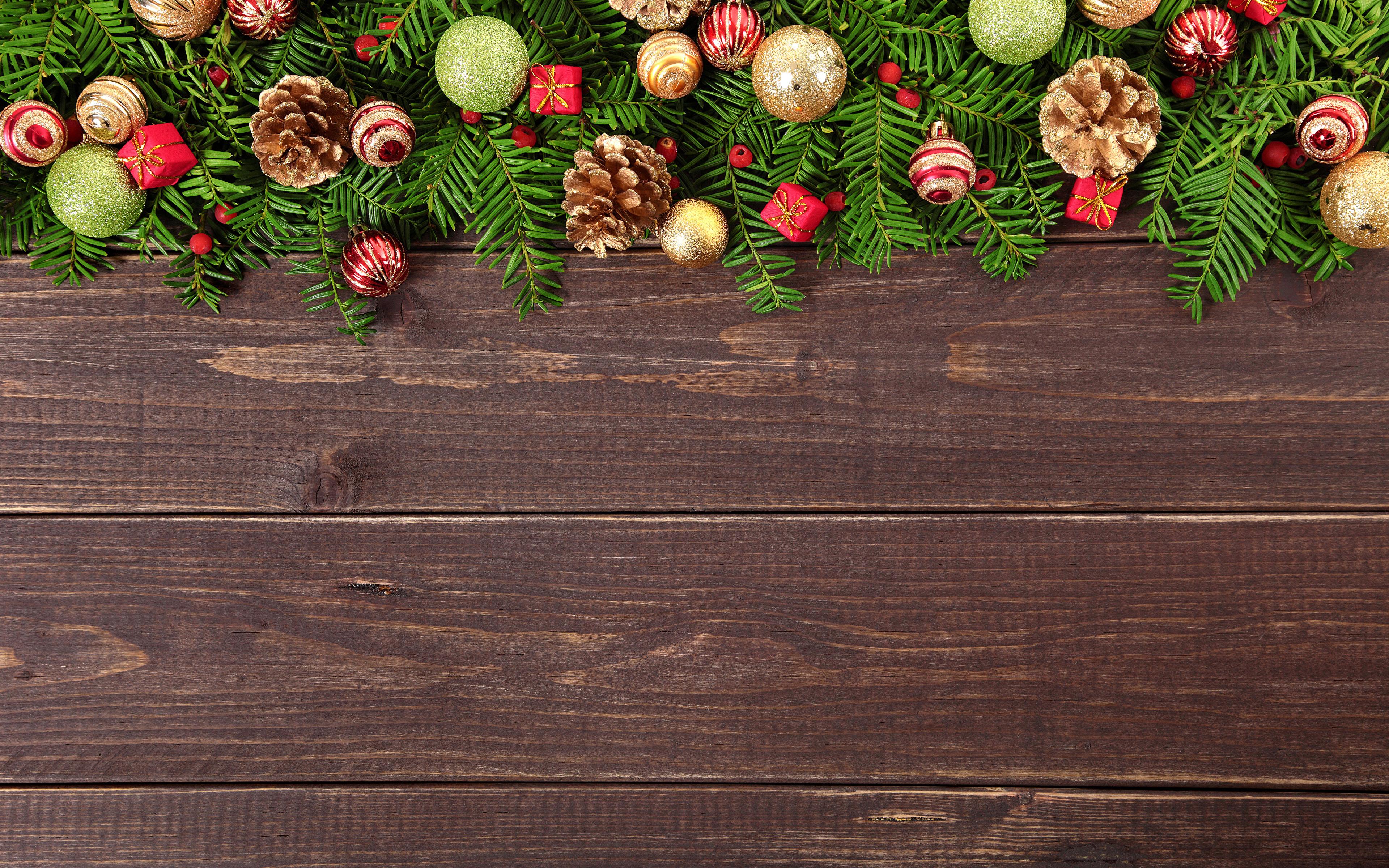 Картинка Рождество Шар шишка Доски 3840x2400 Новый год Шишки Шарики