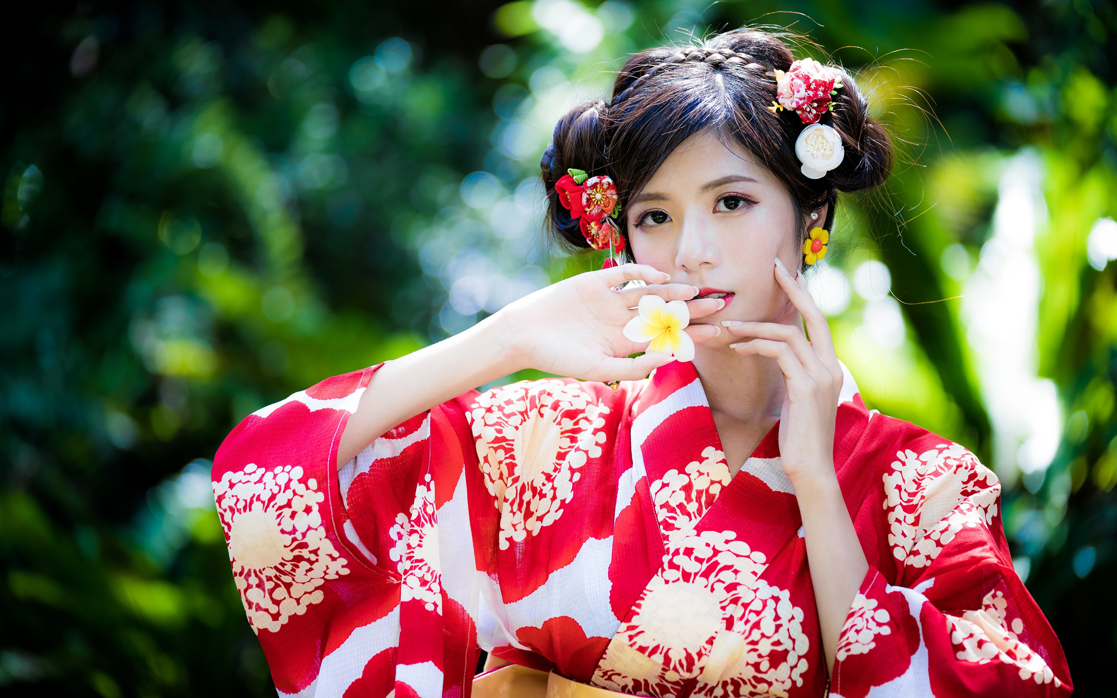 Фотография боке Кимоно молодые женщины азиатки Руки 3840x2400 Размытый фон девушка Девушки молодая женщина Азиаты азиатка рука