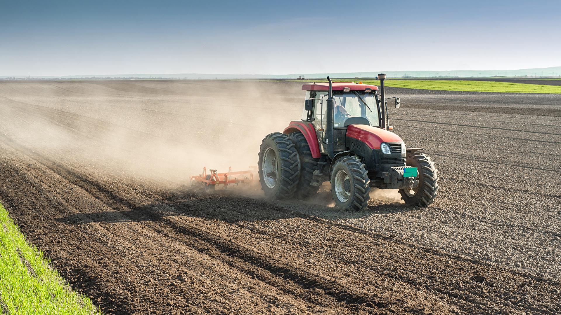 Обои для рабочего стола Трактор Работа Поля 1920x1080 трактора тракторы работают работает