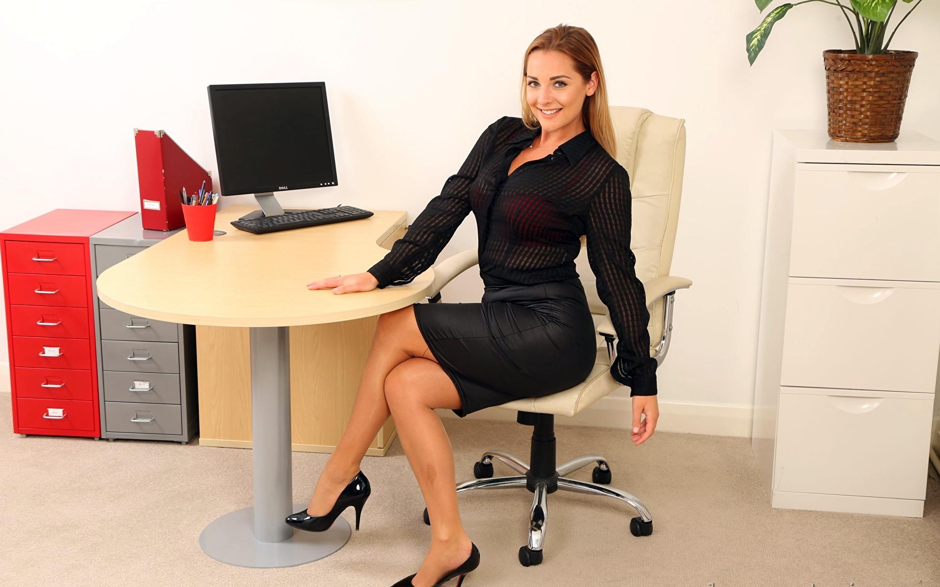 Секс в офисе 18, Порно в офисе. Секс с секретаршей 15 фотография
