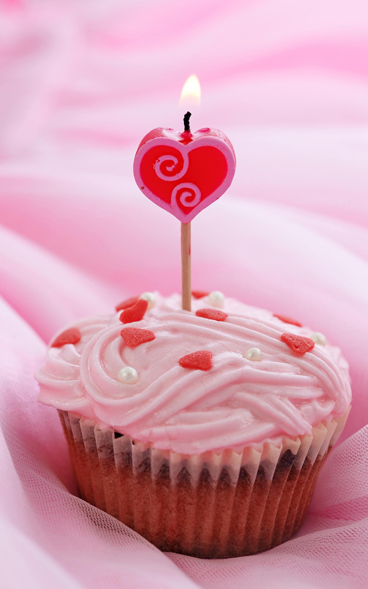 Фотографии День святого Валентина Сердце Капкейк кекс Еда Свечи Сладости 1200x1920 День всех влюблённых сердечко Пища Продукты питания
