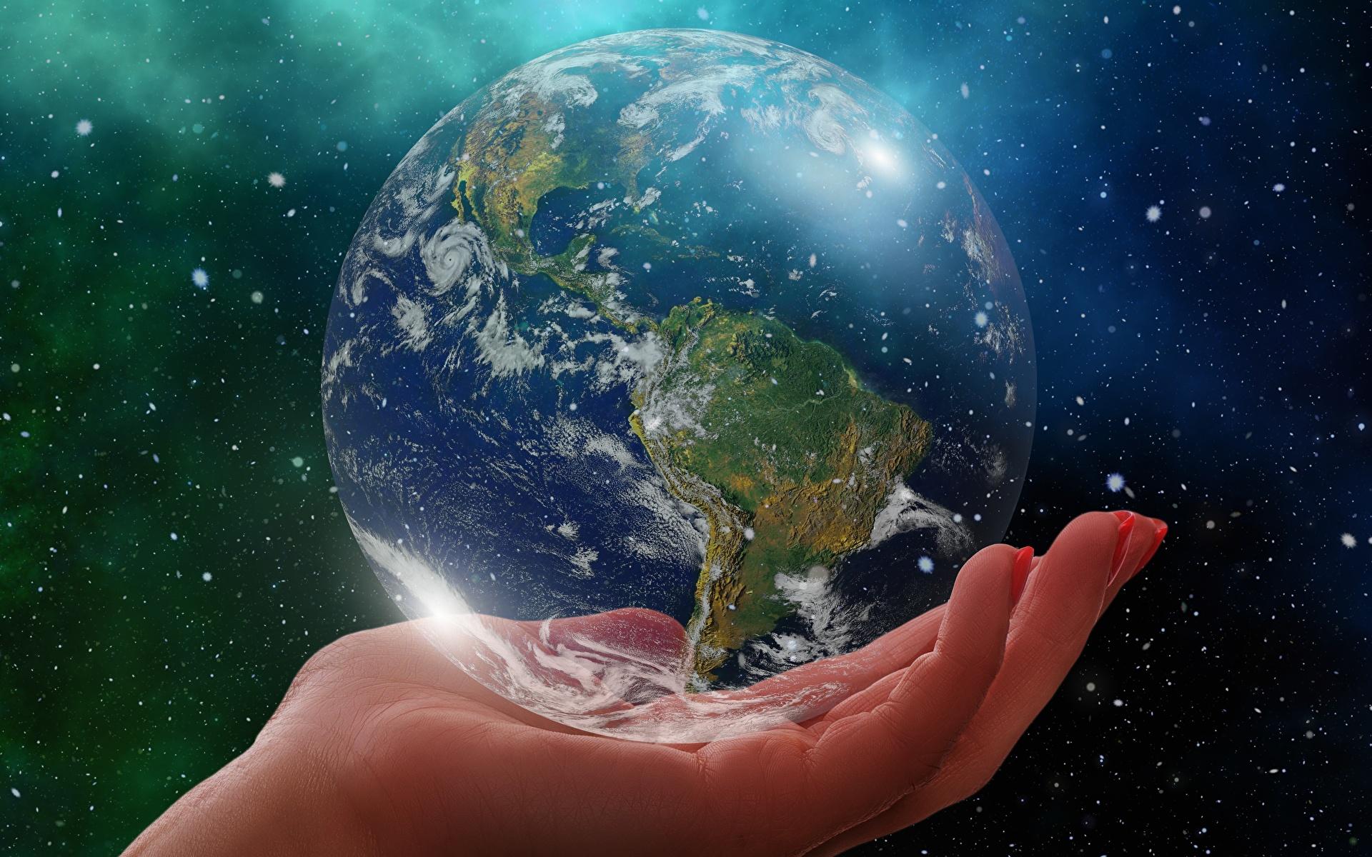 Картинки земли Планеты глобусом South America рука вблизи 1920x1200 Земля планета Глобус глобусы Руки Крупным планом