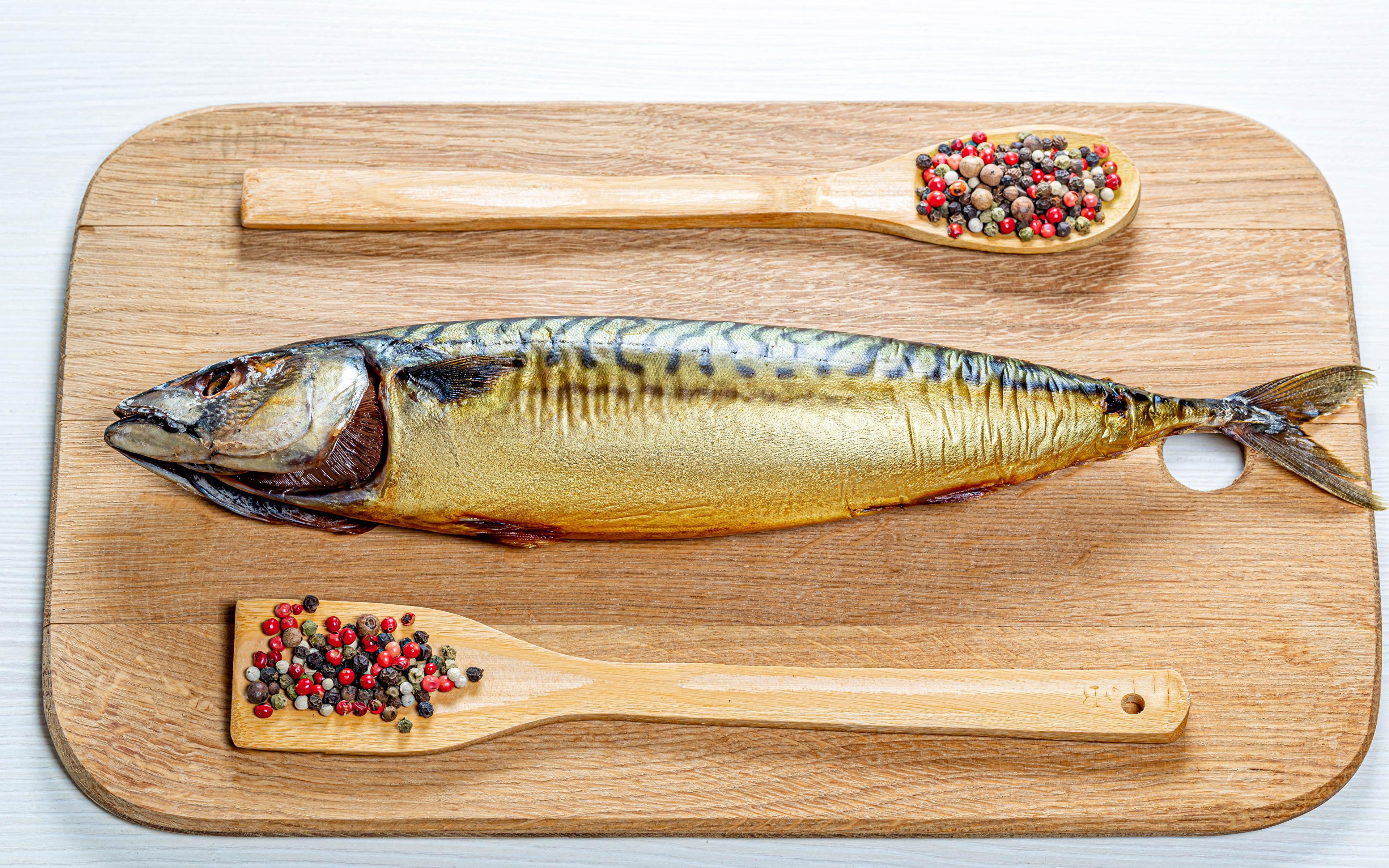 Обои для рабочего стола Перец чёрный Рыба Пища ложки приправы Разделочная доска 3840x2400 Еда Ложка Специи пряности Продукты питания разделочной доске