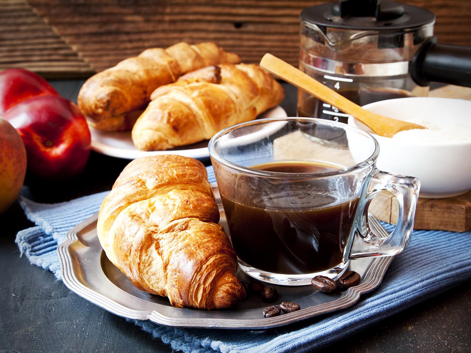 Картинки Кофе Круассан Еда чашке Выпечка 1600x1200 Пища Чашка Продукты питания