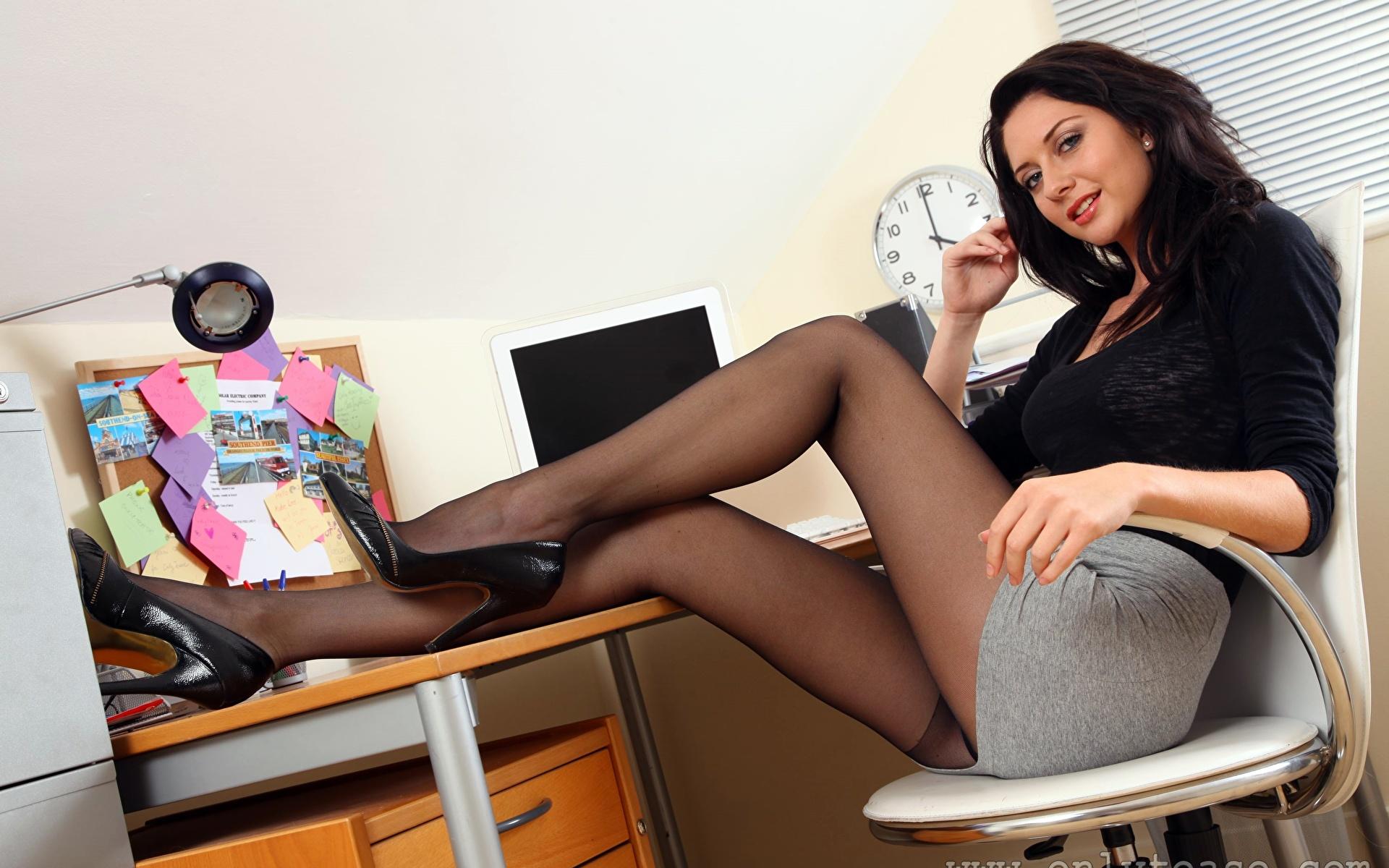 Офисные голые телки фото какое