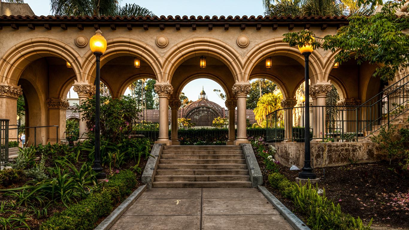 Картинки Сан-Диего Калифорния штаты арки Balboa Park Природа Лестница парк Уличные фонари 1366x768 калифорнии США америка Арка лестницы Парки