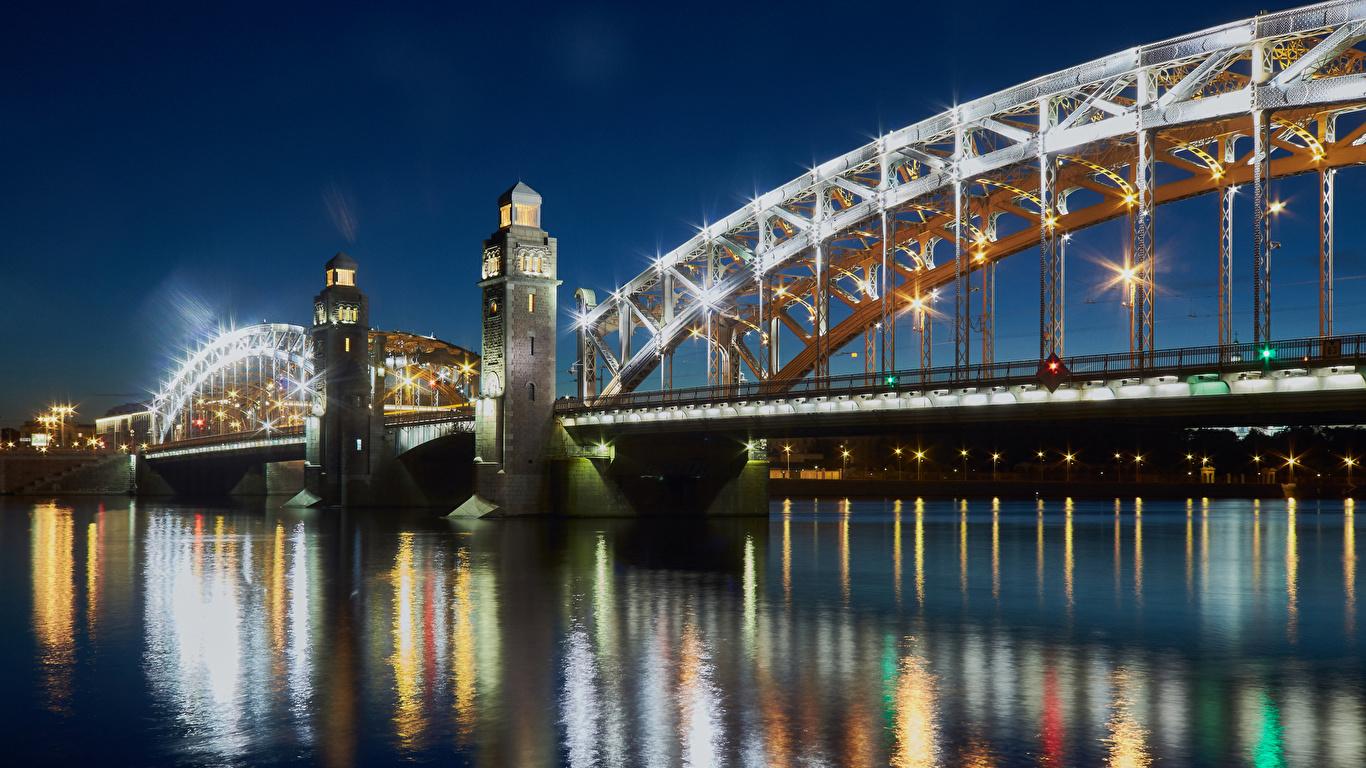 Обои для рабочего стола Лучи света Санкт-Петербург Россия Мосты река ночью Города 1366x768 Ночь Реки речка в ночи Ночные город