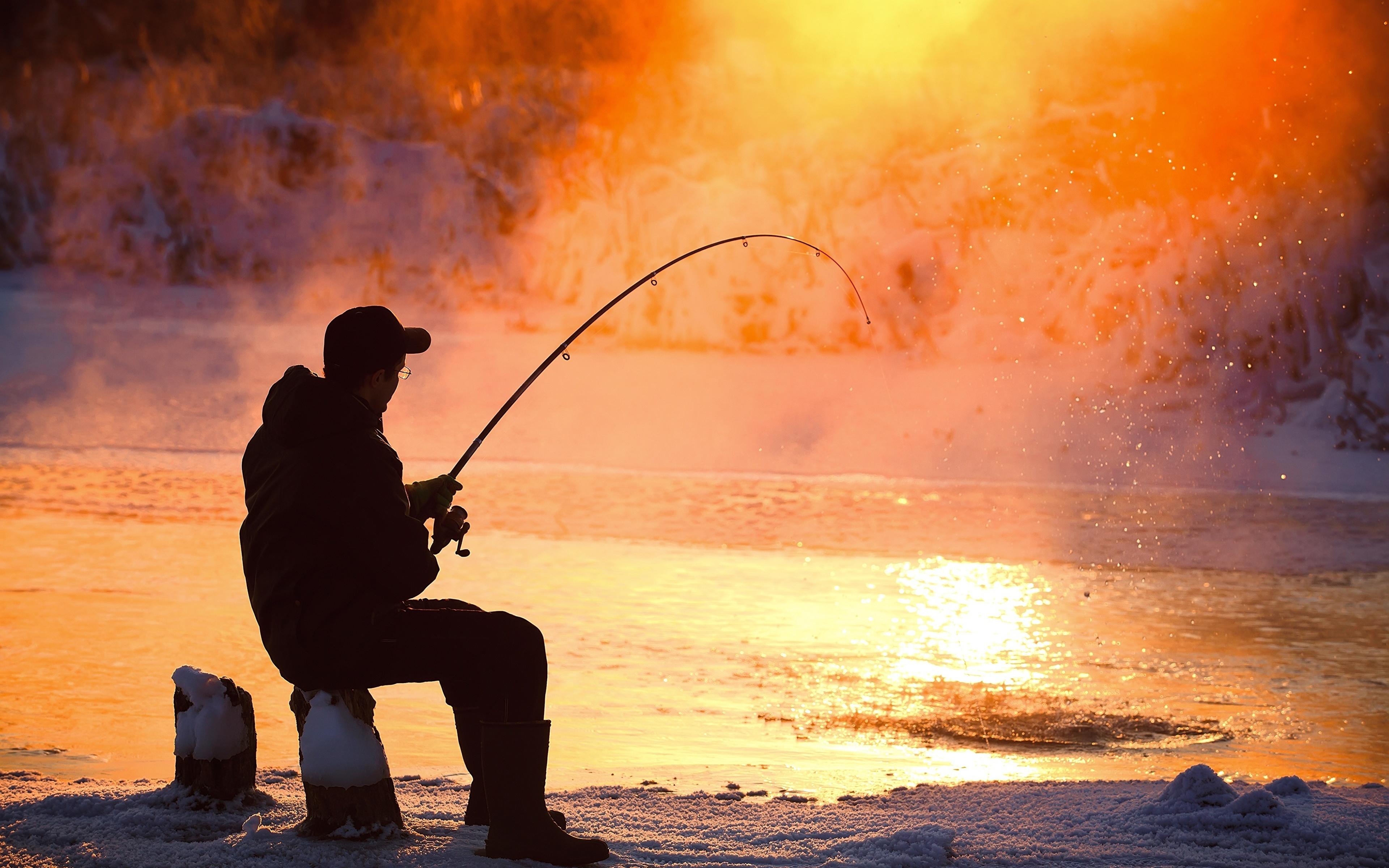Картинки мужчина Рыбалка пары Сидит 3840x2400 Мужчины ловля рыбы Пар сидя паром сидящие
