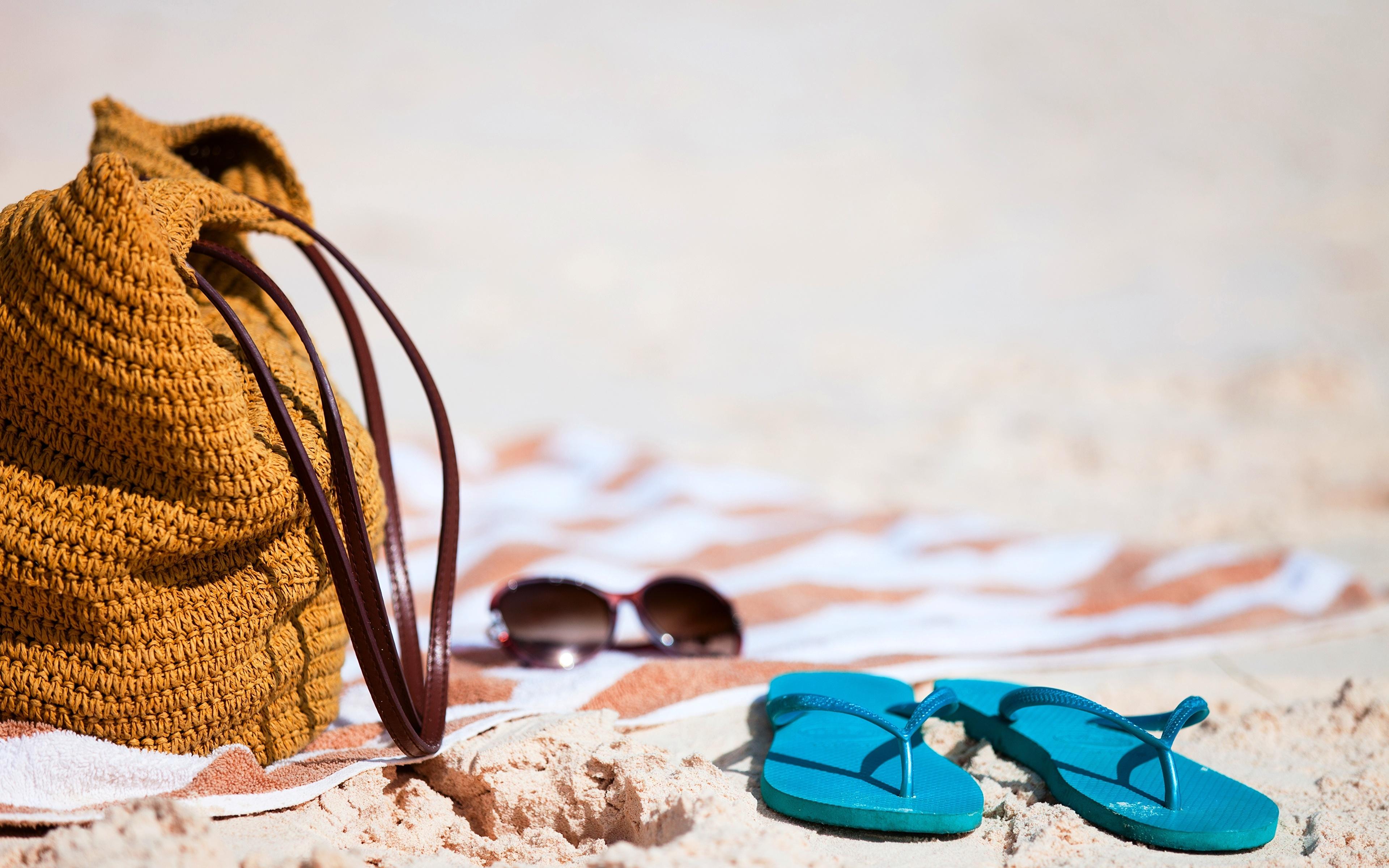 Шлепки на песке загрузить
