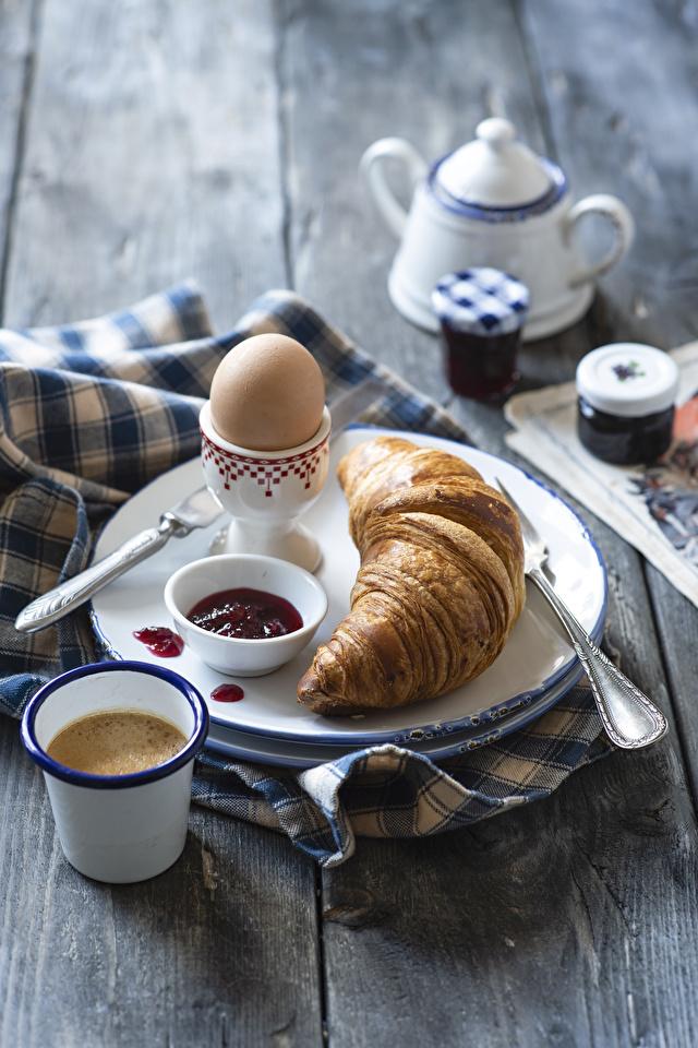 Обои для рабочего стола яйцами Кофе Завтрак Варенье Круассан Стакан Еда тарелке Доски 640x960 для мобильного телефона яиц Яйца яйцо джем Повидло стакана стакане Пища Тарелка Продукты питания