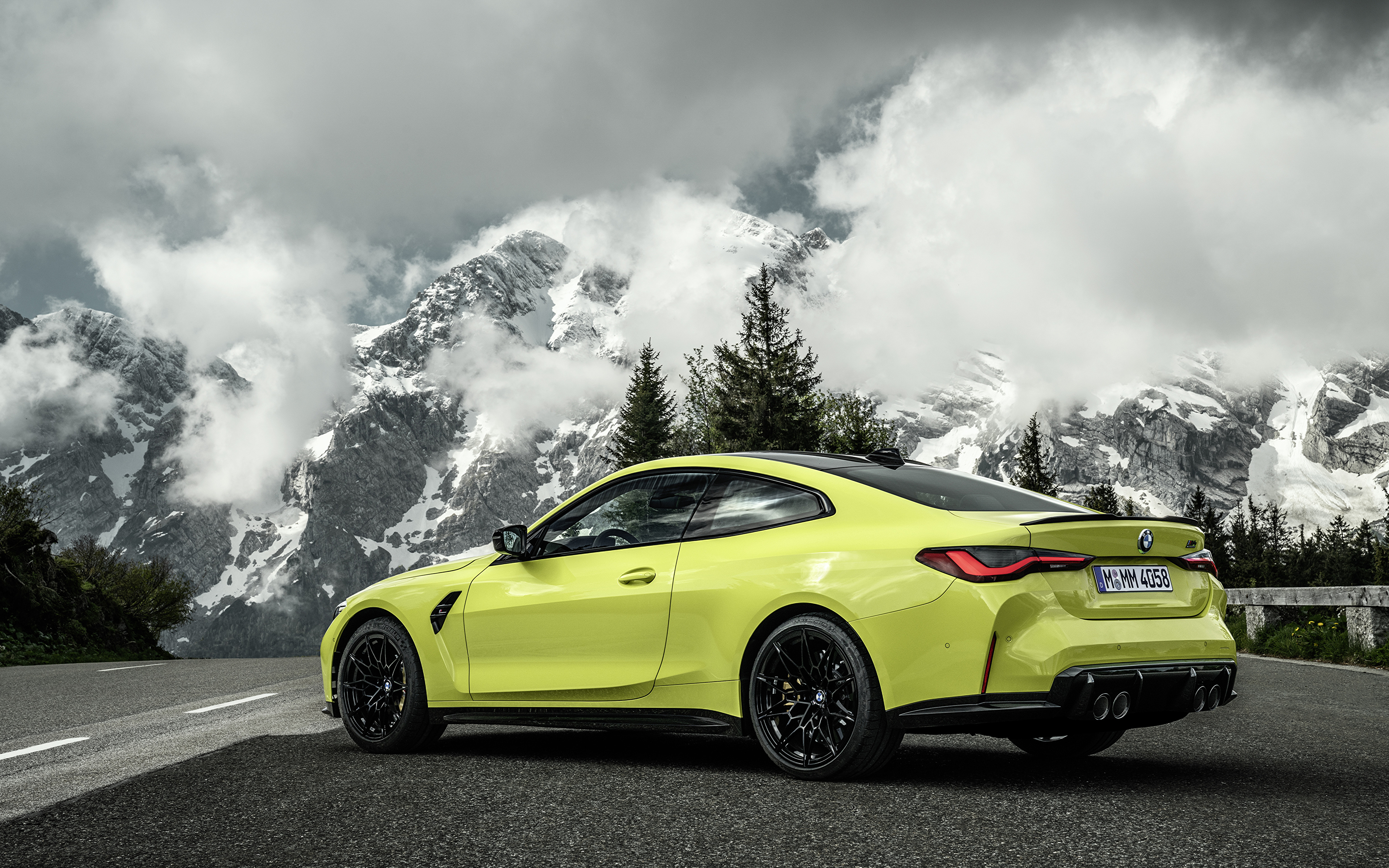 Картинки БМВ M4 Competition, (G82), 2020 Купе гора Природа Металлик автомобиль облачно 3840x2400 BMW Горы авто машины машина Автомобили Облака облако