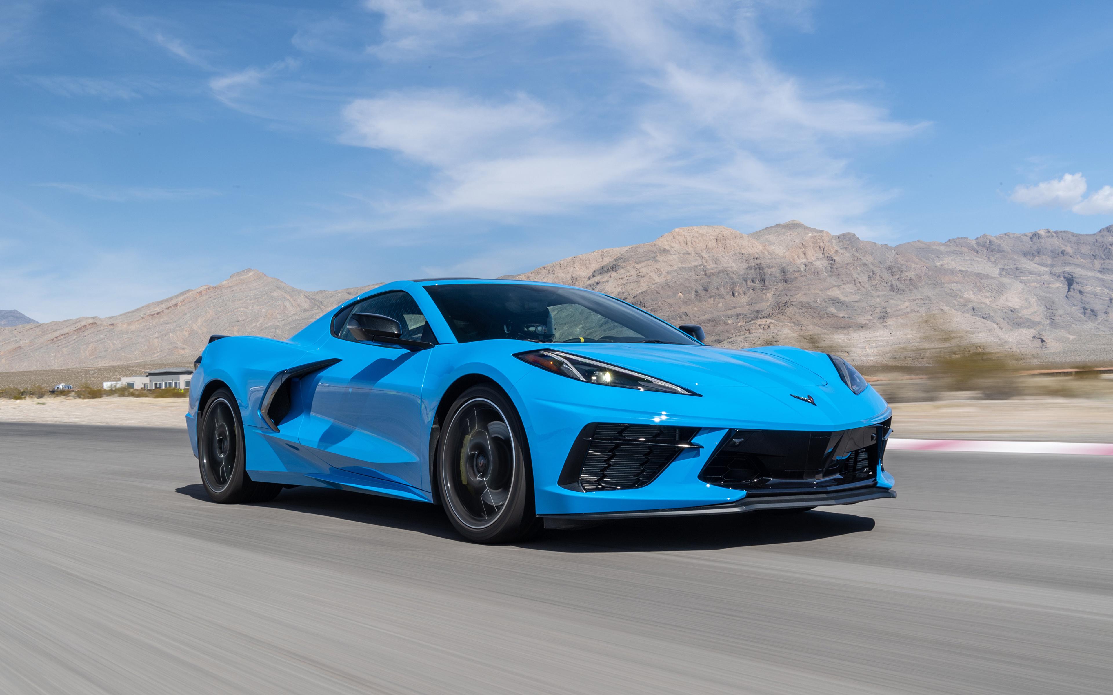 Картинки Chevrolet 2020 Corvette Stingray Z51 голубая едет авто 3840x2400 Шевроле Голубой голубые голубых едущий едущая скорость Движение машина машины Автомобили автомобиль