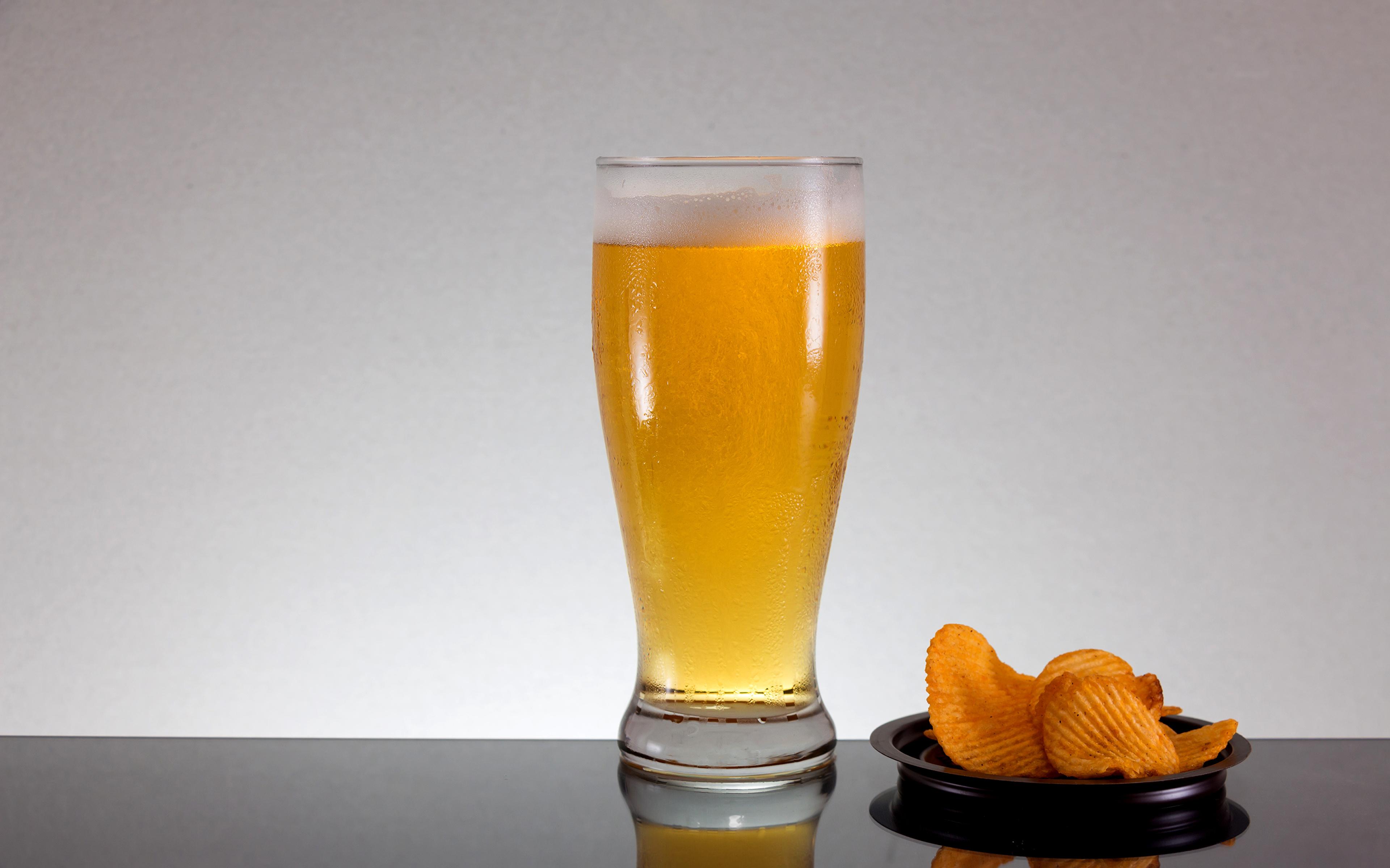 Фотография Пиво Чипсы стакане Еда Пена 3840x2400 Стакан стакана пене Пища пеной Продукты питания