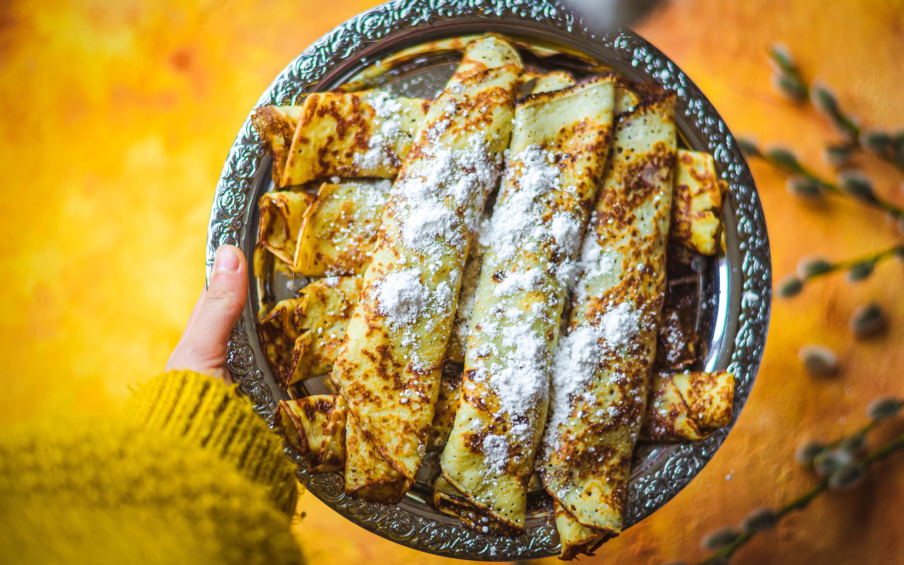 Картинка Блины Сахарная пудра тарелке Продукты питания 3840x2400 Еда Пища Тарелка