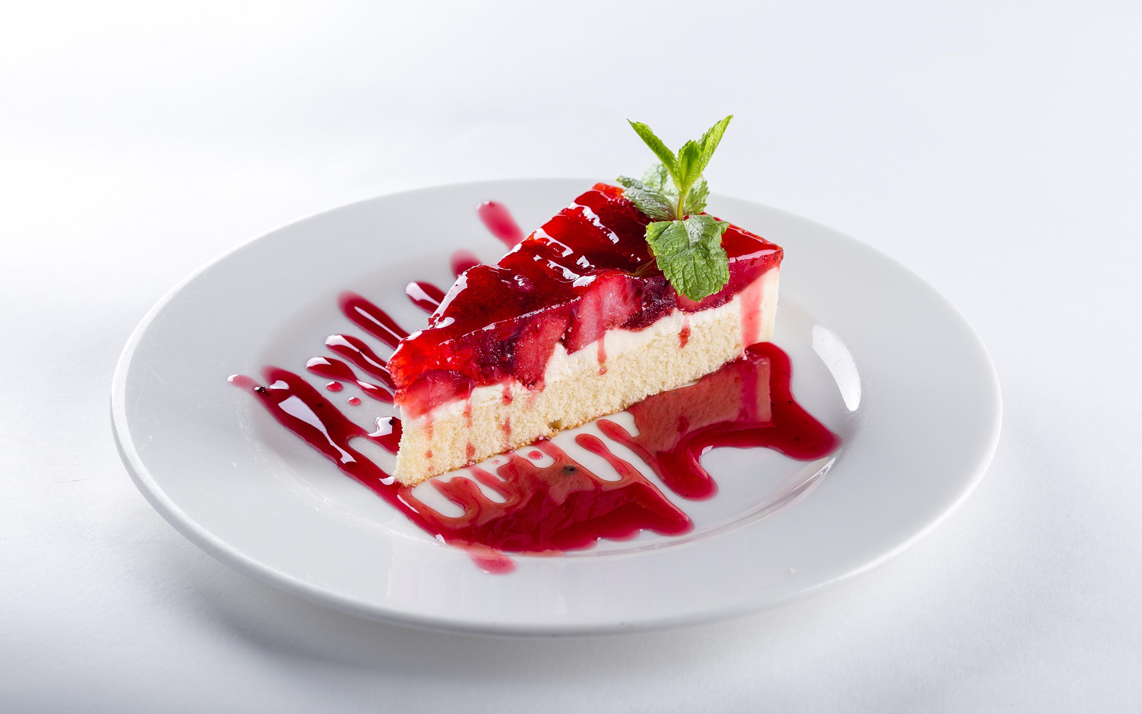 Фото Торты кусочек тарелке Продукты питания Белый фон 3840x2400 часть Кусок кусочки Еда Пища Тарелка белом фоне белым фоном