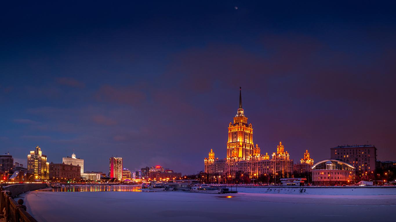 Фотографии Москва Россия зимние Снег Реки Вечер Дома город 1366x768 Зима снеге снегу снега река речка Города Здания
