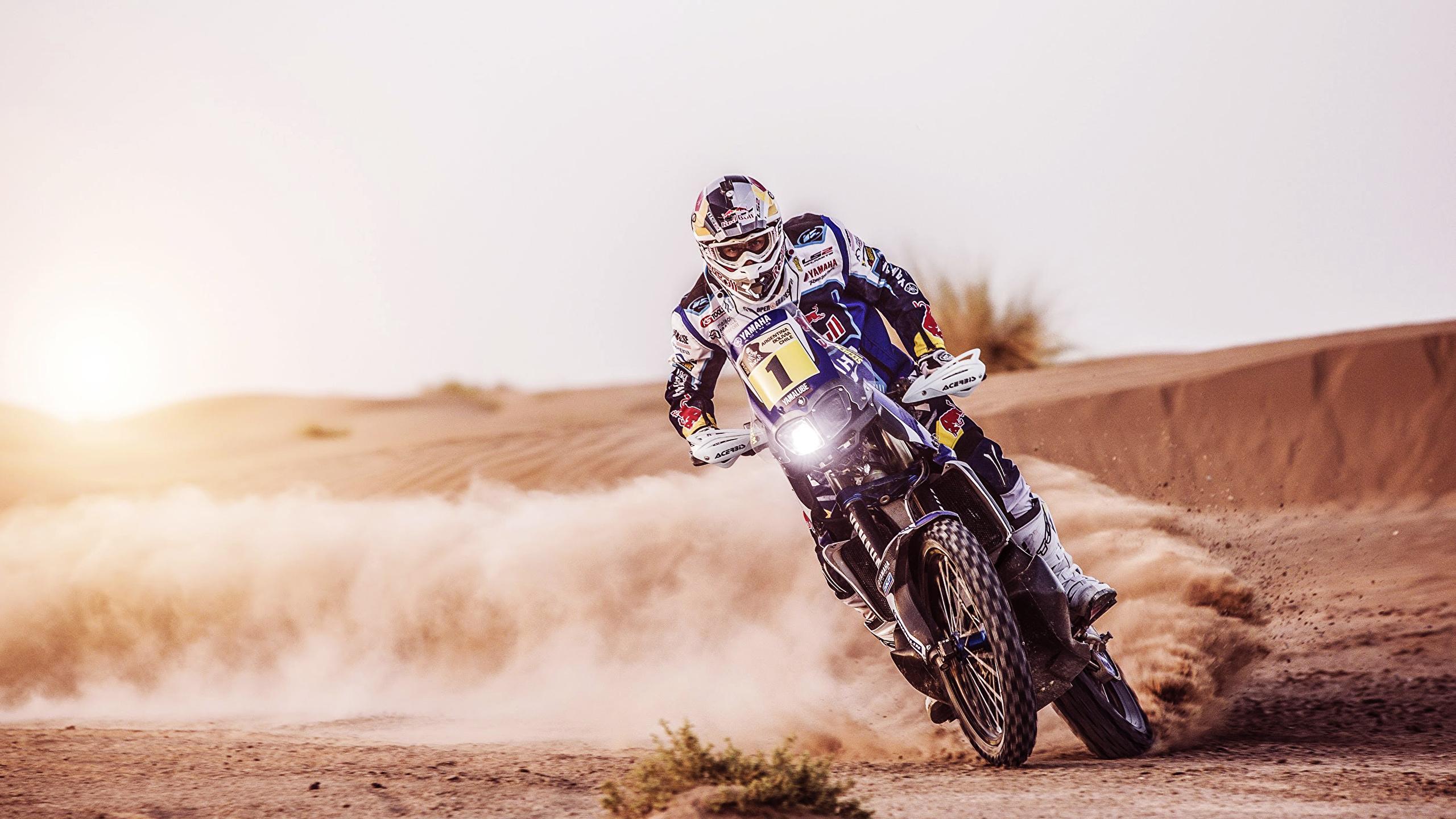 Yamaha мотоцилы на вираже без смс