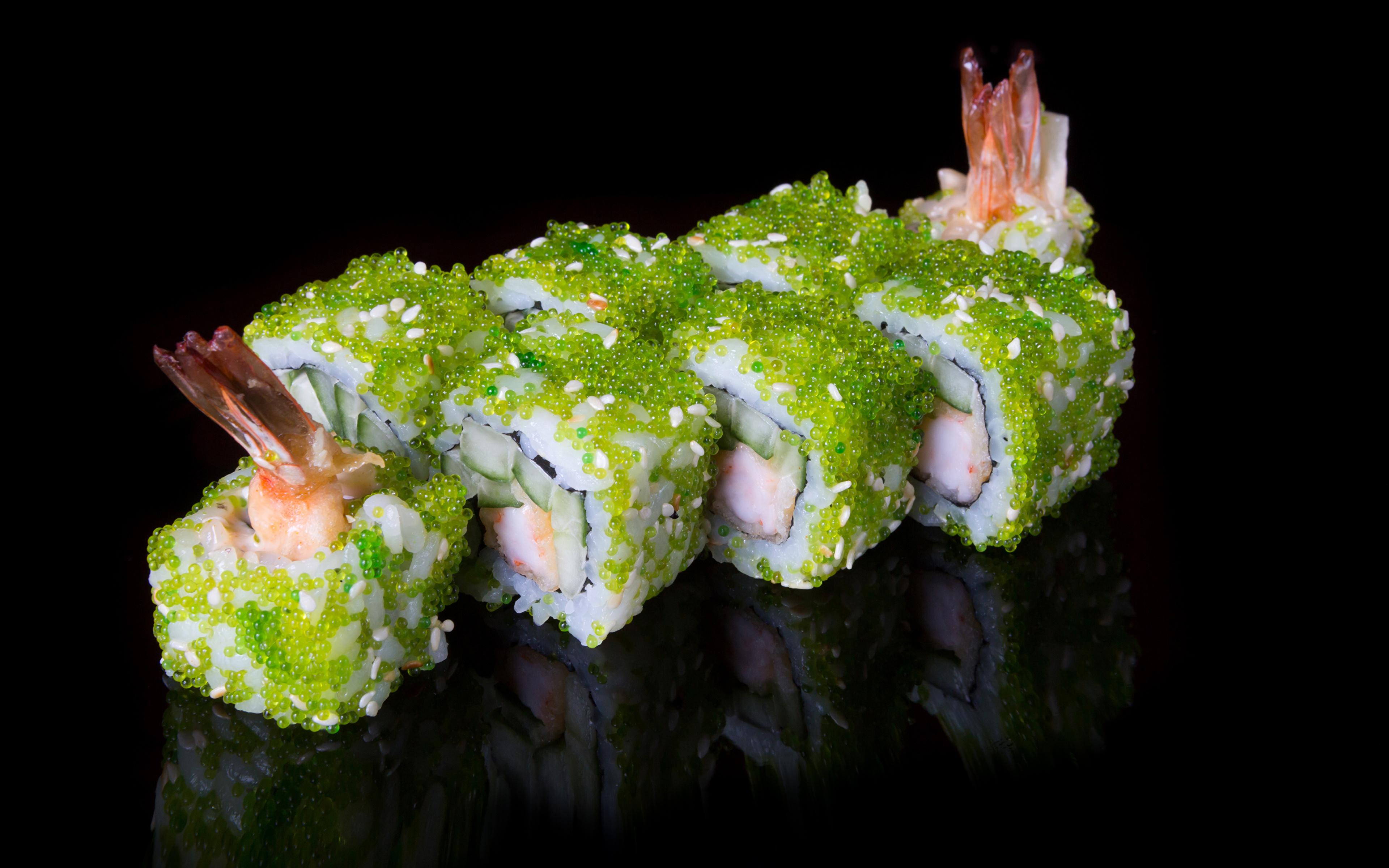Обои для рабочего стола суси Пища Черный фон Морепродукты 3840x2400 Суши Еда Продукты питания на черном фоне