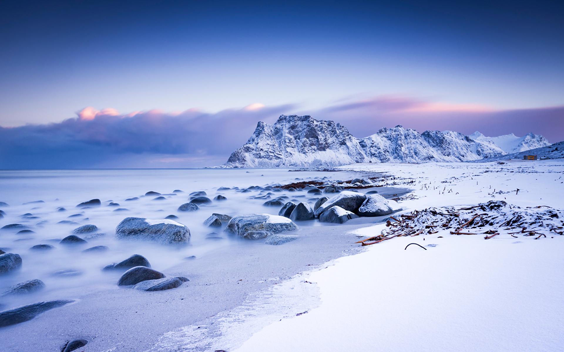 Картинки Лофотенские острова Норвегия Uttakleiv гора Природа Снег Пейзаж 1920x1200 Горы снега снегу снеге