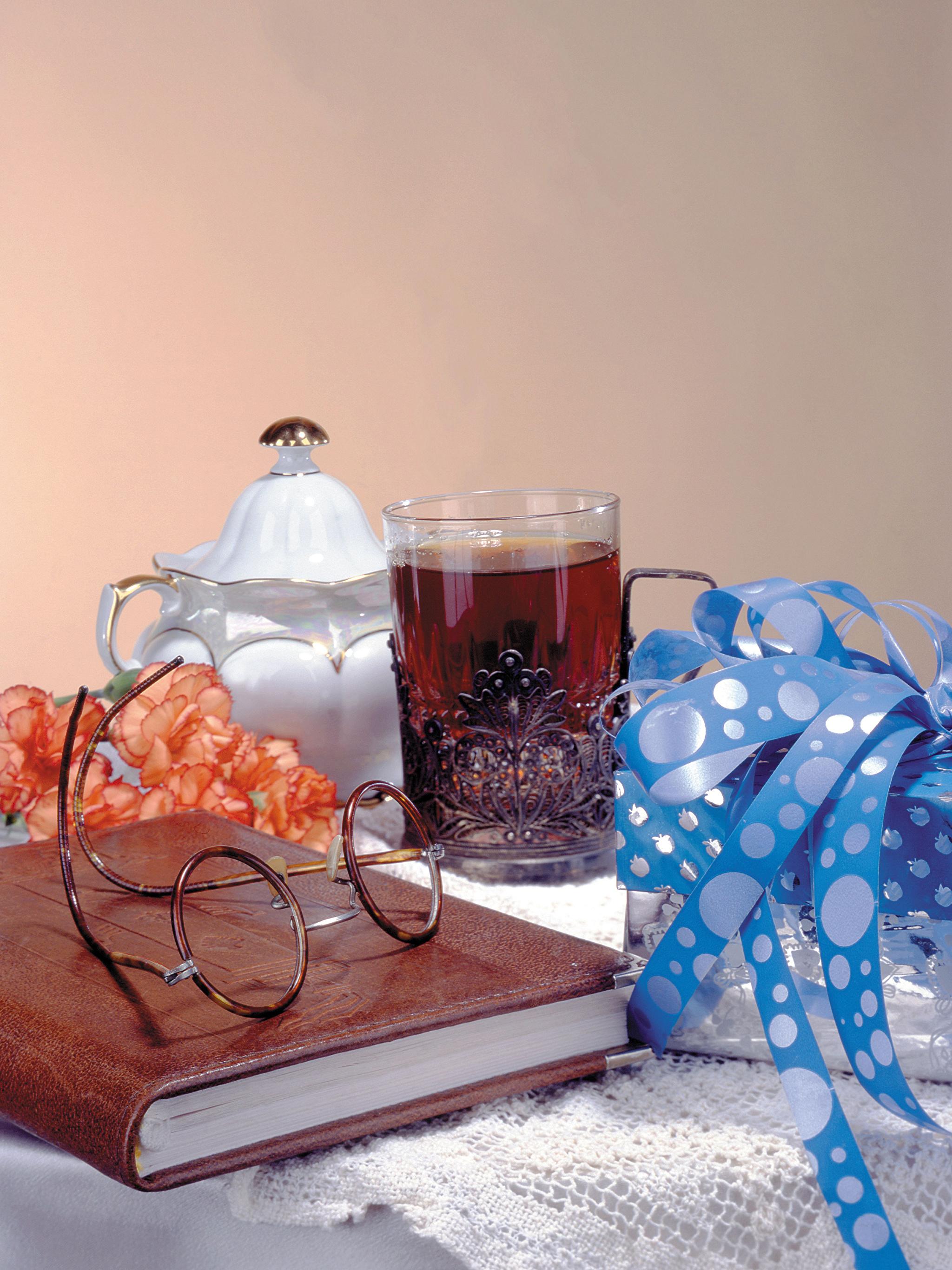 Фотографии Чай Стакан Подарки Еда Очки Книга Натюрморт 2048x2732 Пища Продукты питания