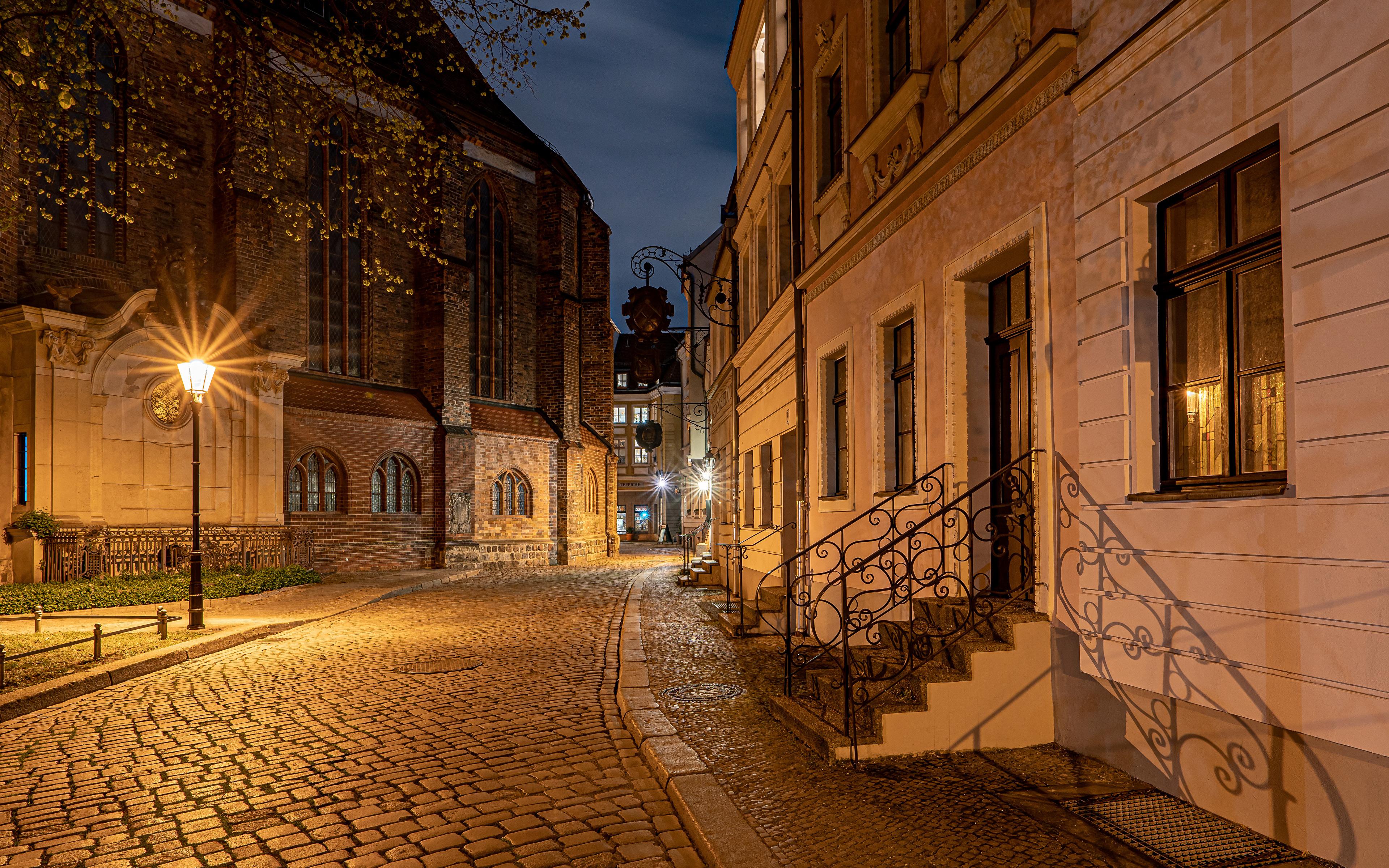Картинка Берлин Германия Улица Уличные фонари Дома город 3840x2400 улиц улице Здания Города