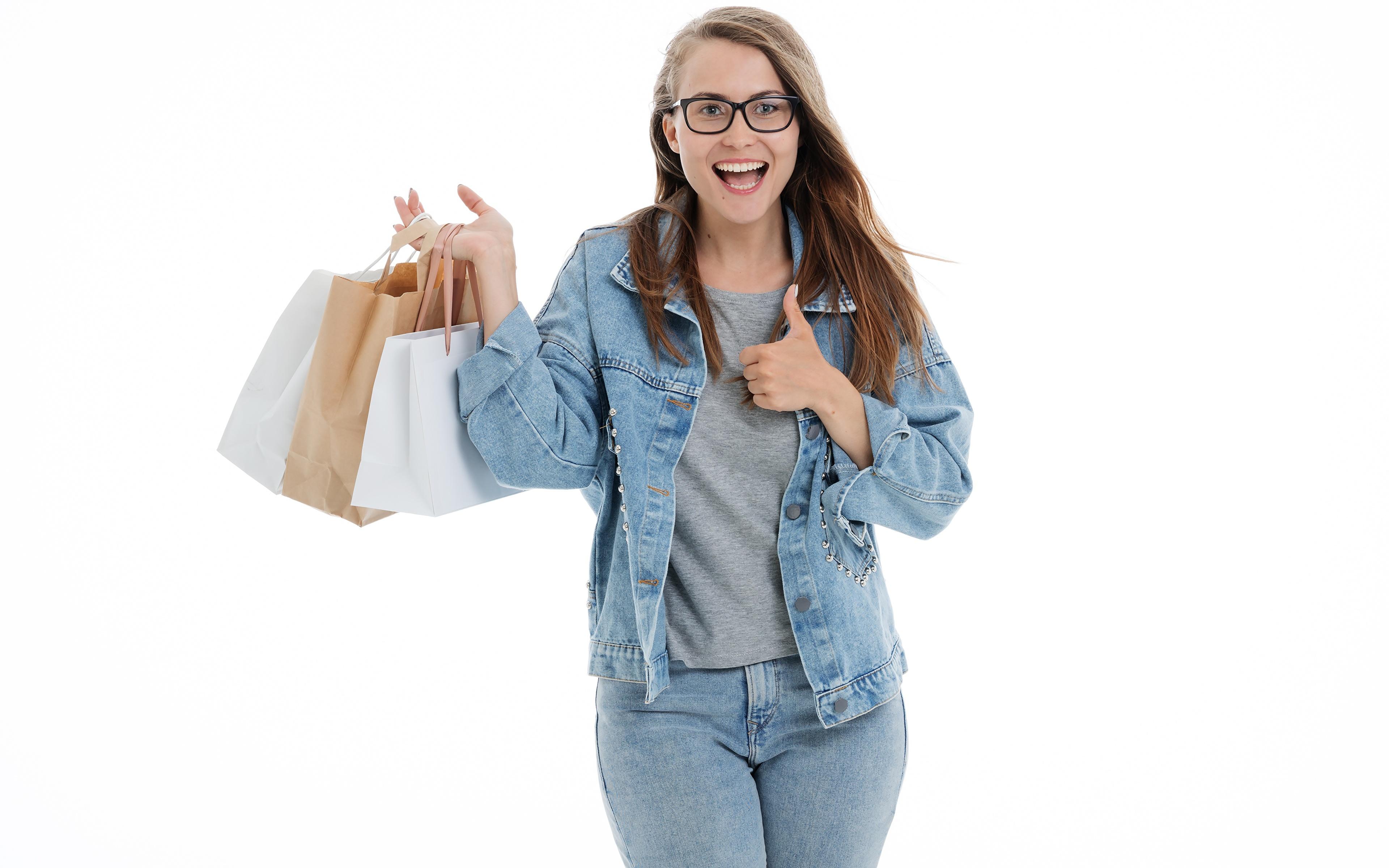 Обои для рабочего стола Шатенка покупка счастливые Бумажный пакет Куртка Девушки джинсов рука Очки Белый фон 3840x2400 шатенки купили Покупки покупать счастье Радость радостная радостный счастливый счастливая куртке куртки девушка куртках молодые женщины молодая женщина Джинсы Руки очках очков белом фоне белым фоном