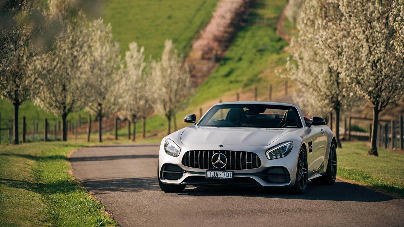 Картинки Mercedes-Benz AMG 2018 GT C Родстер машины Спереди 1366x768 Мерседес бенц авто машина автомобиль Автомобили