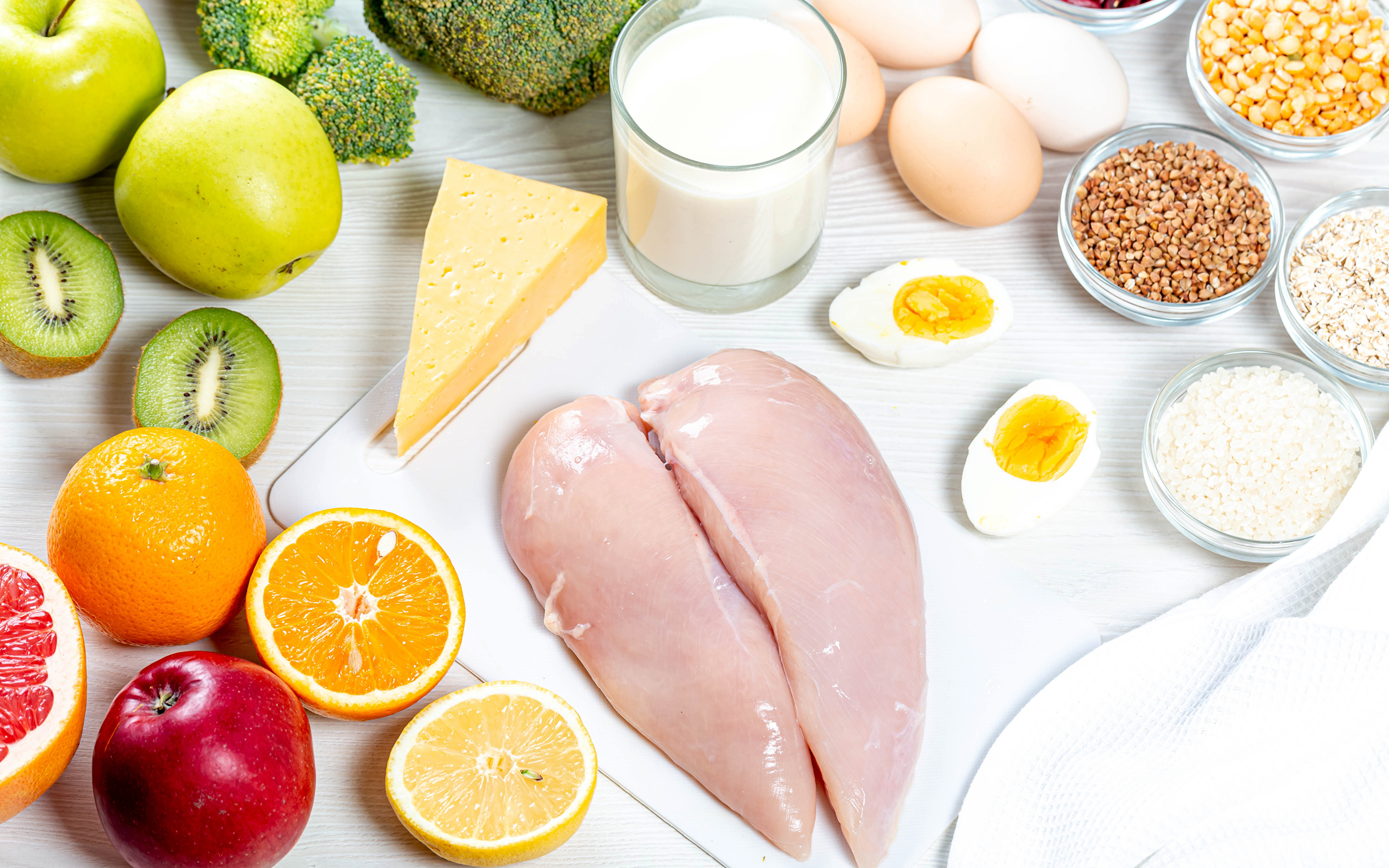 Обои для рабочего стола Молоко яйцами Курятина Апельсин Сыры Киви зерно Стакан Яблоки Продукты питания Натюрморт 3840x2400 яиц Яйца яйцо Зерна стакана стакане Еда Пища