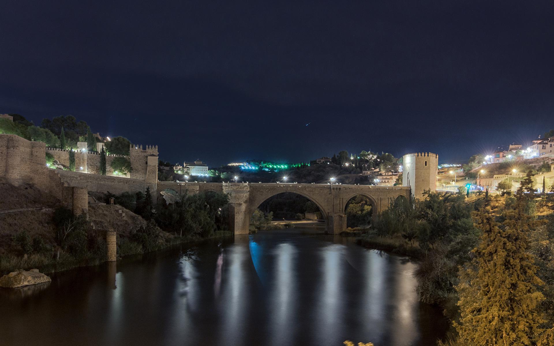 Картинка Толедо Испания Мосты Ночь речка Города Здания 1920x1200 Реки Ночные Дома