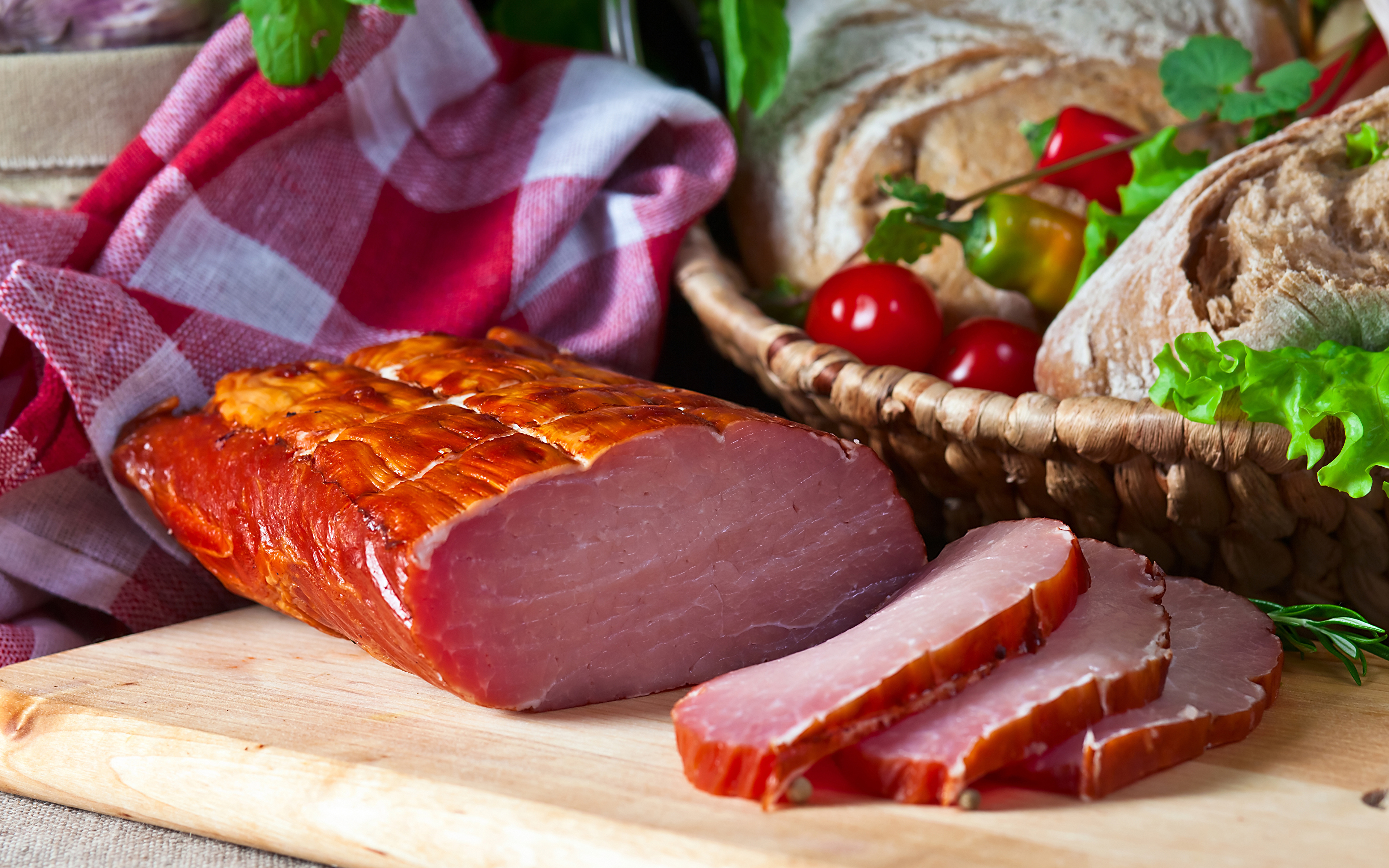 Картинки Ветчина Пища Разделочная доска Мясные продукты 3840x2400 Еда Продукты питания разделочной доске