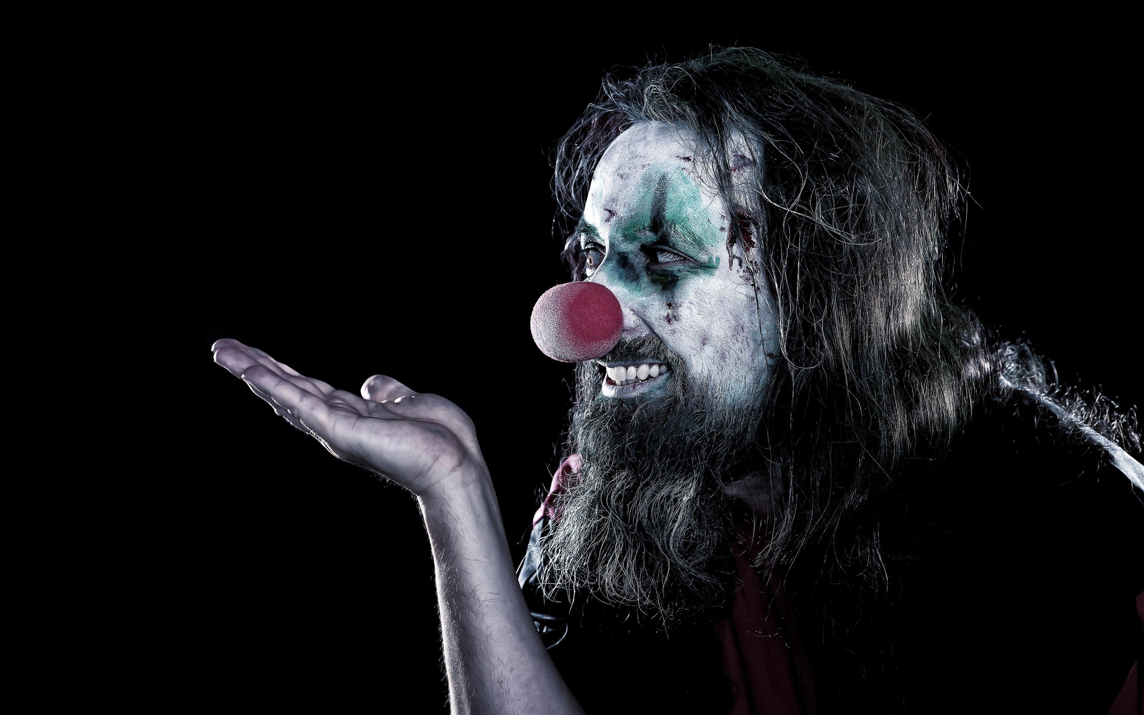 Фотографии Мужчины Макияж Клоун Борода рука Черный фон 3840x2400 мужчина мейкап косметика на лице клоуны клоуна бородой бородатые бородатый Руки на черном фоне