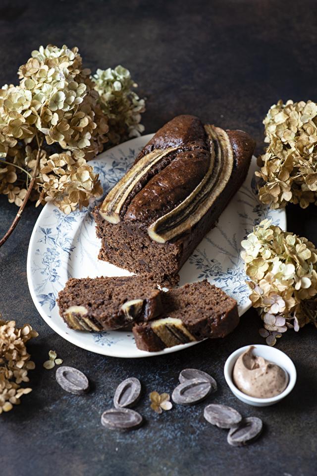 Фотография Шоколад Кекс часть Гортензия Еда Выпечка 640x960 для мобильного телефона Кусок кусочки кусочек Пища Продукты питания