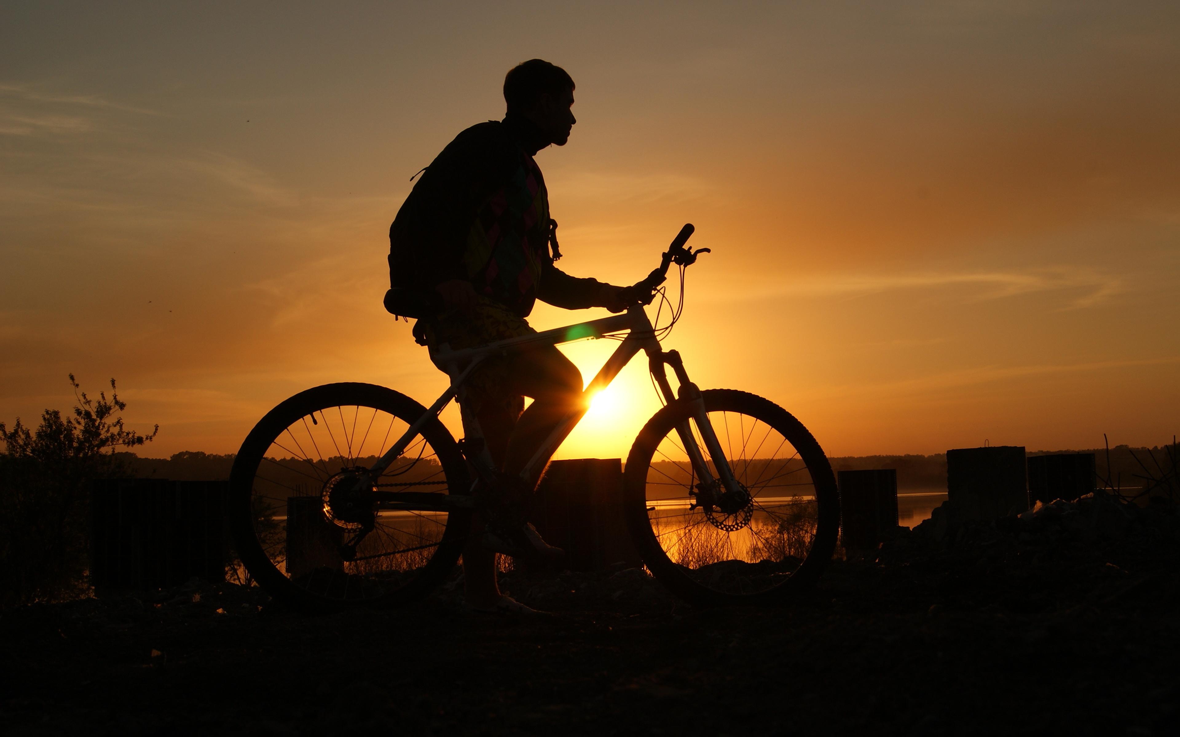 Фотография Мужчины силуэта велосипеды рассвет и закат Сбоку 3840x2400 мужчина Силуэт силуэты Велосипед велосипеде Рассветы и закаты