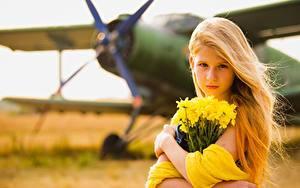 Обои Самолеты Букеты Боке Блондинки Смотрит Девочки Дети