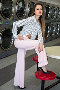 Картинка Модель Поза Брюки Блузка Взгляд Alexis Contreras, laundry молодая женщина