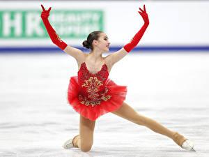 Картинка Руки Перчатки Ноги Поза Платье Alina Zagitova, Figure skating Спорт Знаменитости Девушки
