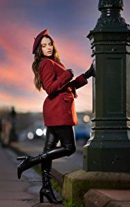 Картинки Поза Пальто Сапогах Перчатках Берет Ambre Девушки