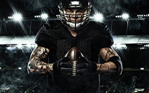 Картинка Американский футбол Мужчины Мяч Униформа Перчатки Руки Спорт