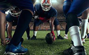 Картинка Американский футбол Мужчины Шлема Мяч Ноги Спорт