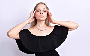 Фотография Поза Платья Рука Взгляд Блондинка Anais Gouze молодая женщина