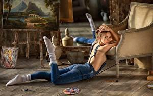 Фотографии Ноги Джинсы Поза Красивые Лежачие Anastasia Barmina молодая женщина