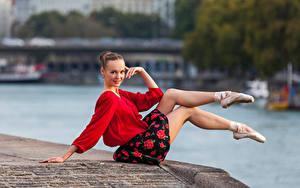 Картинки Сидя Ног Юбки Блузка Улыбается Взгляд Балете Anastasia Девушки