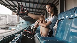 Фото Ног Сидит Поза Роликами Красивые Руки Anton Kharisov, Lena Borisova молодая женщина
