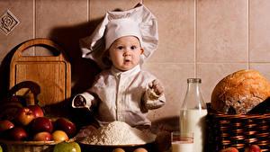 Фотография Яблоки Хлеб Молоко Младенцы Повар Бутылки Дети Еда