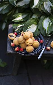 Картинка Абрикос Вишня Листва Продукты питания
