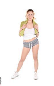 Обои Arizona Wild iStripper Белый фон Блондинки Позирует Рука Шортах Ног Кедах девушка