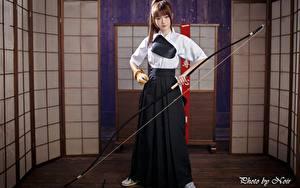Фотография Азиаты Лучники Лук оружие Шатенка Руки молодые женщины