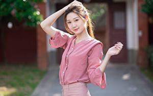 Фотография Азиатки Боке Блузка Руки Смотрит Шатенка Девушки