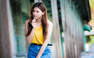 Картинка Азиатки Боке Шатенки Смотрит Рука девушка