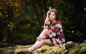 Фотография Азиатки Боке Шатенки Сидящие девушка